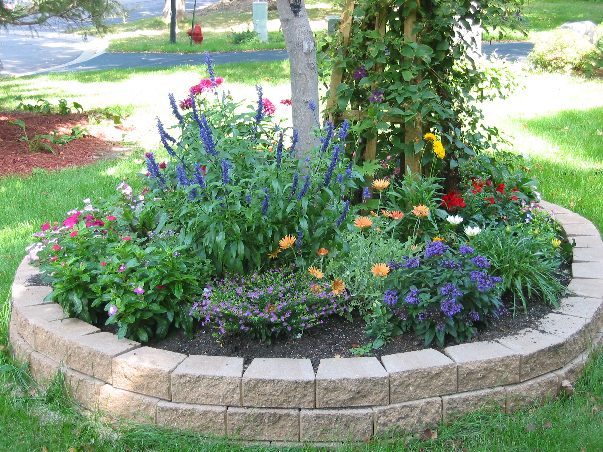 Memorials to michelle for Front yard flower bed designs